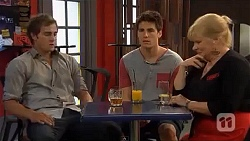 Kyle Canning, Chris Pappas, Sheila Canning in Neighbours Episode 6604