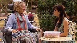 Elaine Lawson, Vanessa Villante in Neighbours Episode 6612