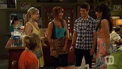 Sonya Rebecchi, Amber Turner, Steph Scully, Chris Pappas, Vanessa Villante in Neighbours Episode 6628