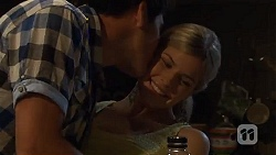 Chris Pappas, Amber Turner in Neighbours Episode 6628