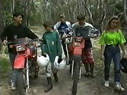 Josh Anderson, Cody Willis, Ryan McLachlan, Todd Landers, Melissa Jarrett in Neighbours Episode 1186