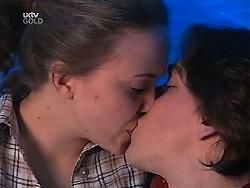 Libby Kennedy, Darren Stark in Neighbours Episode 3040