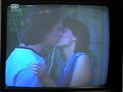 Darren Stark, Shannon Jones in Neighbours Episode 3040
