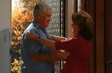 Lou Carpenter, Lyn Scully in Neighbours Episode 4461