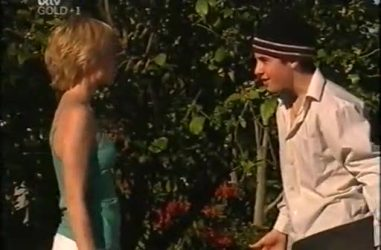 Sindi Watts, Stingray Timmins in Neighbours Episode 4467