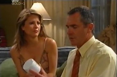 Izzy Hoyland, Karl Kennedy in Neighbours Episode 4471