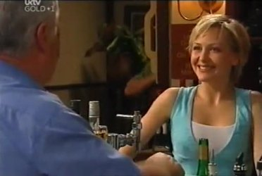 Lou Carpenter, Sindi Watts in Neighbours Episode 4472