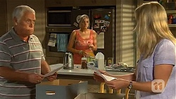 Lou Carpenter, Amber Turner, Lauren Turner in Neighbours Episode 6635