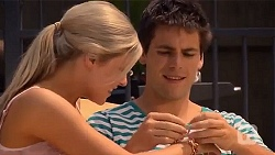 Amber Turner, Chris Pappas in Neighbours Episode 6637