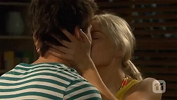 Chris Pappas, Amber Turner in Neighbours Episode 6637