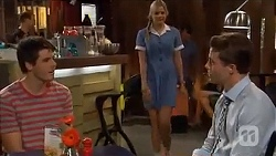 Chris Pappas, Amber Turner, Seamus Illich in Neighbours Episode 6642