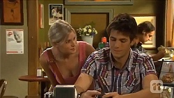 Amber Turner, Chris Pappas in Neighbours Episode 6643