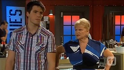 Chris Pappas, Sheila Canning in Neighbours Episode 6643