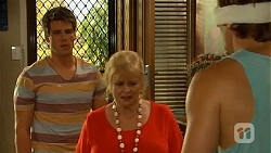 Chris Pappas, Sheila Canning, Kyle Canning in Neighbours Episode 6648