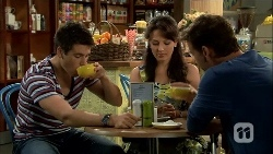 Chris Pappas, Vanessa Villante, Lucas Fitzgerald in Neighbours Episode 6667