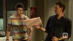 Chris Pappas, Lucas Fitzgerald in Neighbours Episode 6671