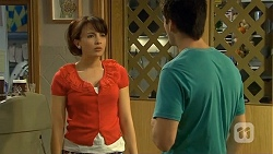 Vanessa Villante, Chris Pappas in Neighbours Episode 6674