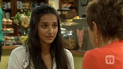 Rani Kapoor, Susan Kennedy in Neighbours Episode 6678