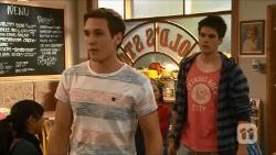 Josh Willis, Chris Pappas in Neighbours Episode 6682