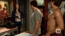 Sheila Canning, Kate Ramsay, Chris Pappas, Kyle Canning in Neighbours Episode 6697