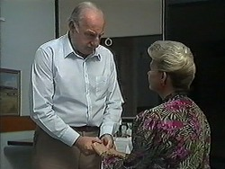 Derek Wilcox, Helen Daniels in Neighbours Episode 1212