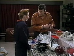 Melanie Pearson, Des Clarke in Neighbours Episode 1251