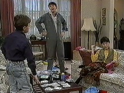 Toby Mangel, Joe Mangel, Kerry Bishop in Neighbours Episode 1254