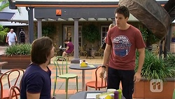 Brad Willis, Chris Pappas in Neighbours Episode 6677