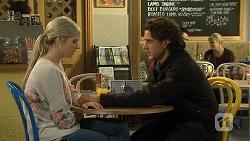 Amber Turner, Robbo Slade in Neighbours Episode 6689