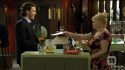Robbo Slade, Sheila Canning in Neighbours Episode 6700