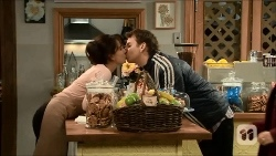 Vanessa Villante, Lucas Fitzgerald in Neighbours Episode 6702