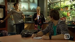 Chris Pappas, Sheila Canning, Kyle Canning in Neighbours Episode 6703
