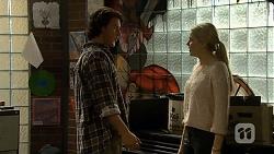 Robbo Slade, Amber Turner in Neighbours Episode 6705