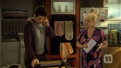 Chris Pappas, Sheila Canning in Neighbours Episode 6737