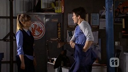 Danni Ferguson, Chris Pappas in Neighbours Episode 6738