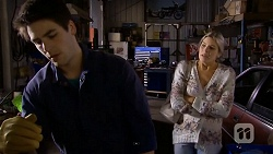 Chris Pappas, Amber Turner in Neighbours Episode 6742