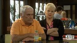 Lou Carpenter, Sheila Canning in Neighbours Episode 6742