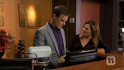 Paul Robinson, Terese Willis in Neighbours Episode 6747