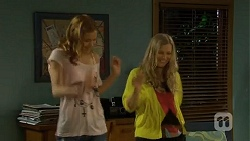 Gemma Reeves, Georgia Brooks in Neighbours Episode 6747