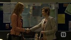 Gemma Reeves, Susan Kennedy in Neighbours Episode 6748