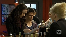 Kate Ramsay, Chris Pappas, Sheila Canning in Neighbours Episode 6749