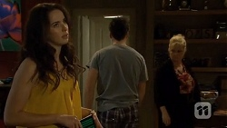 Kate Ramsay, Chris Pappas, Sheila Canning in Neighbours Episode 6765