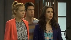 Gemma Reeves, Chris Pappas, Kate Ramsay in Neighbours Episode 6772