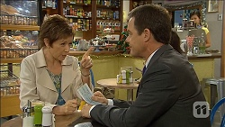 Susan Kennedy, Paul Robinson in Neighbours Episode 6777