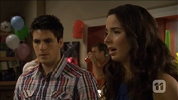 Chris Pappas, Kate Ramsay in Neighbours Episode 6781