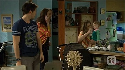 Chris Pappas, Kate Ramsay, Sonya Mitchell, Nell Rebecchi in Neighbours Episode 6790