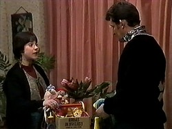 Kerry Bishop, Des Clarke in Neighbours Episode 1271