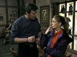 Des Clarke, Melanie Pearson in Neighbours Episode 1306