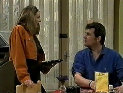 Melanie Pearson, Des Clarke in Neighbours Episode 1308