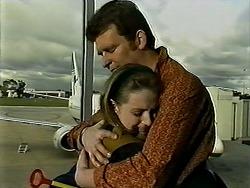 Melanie Pearson, Des Clarke in Neighbours Episode 1309